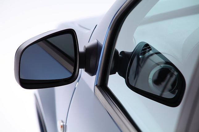 Фото машины рено логан зеркала
