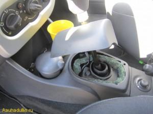 01 automatic transmission oil change renault logan 300x225 Замена масла АКПП в автоматической коробки