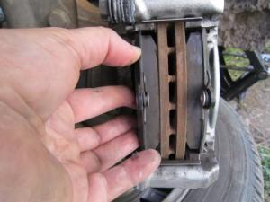 Заменил тормозные колодки рено логан