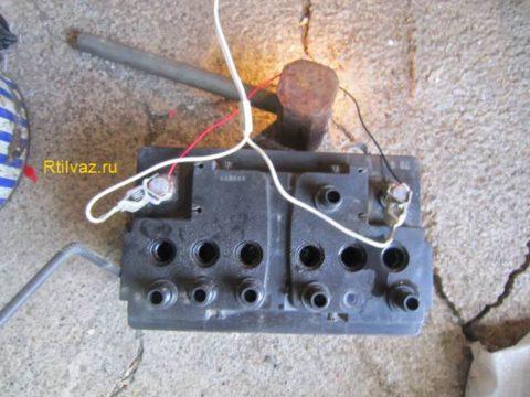 Подключил к акб лампочку и включил режим цикл