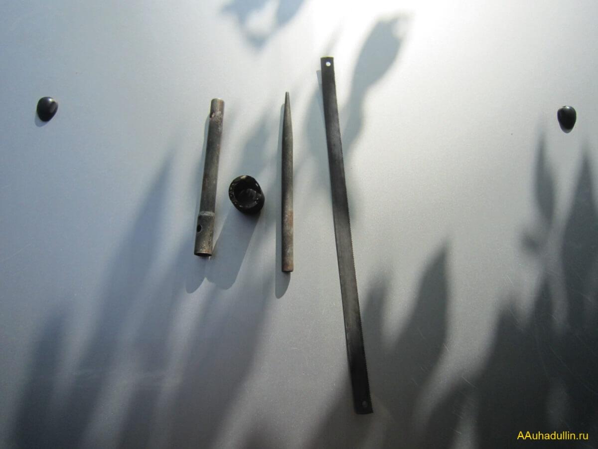 repair of pipes of the car conditioner Крепление трубки кондиционера Рено Логан